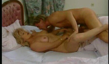 Lexi engolir e Gracie Glem relaxar videos gratis de sexo brasileiro na piscina